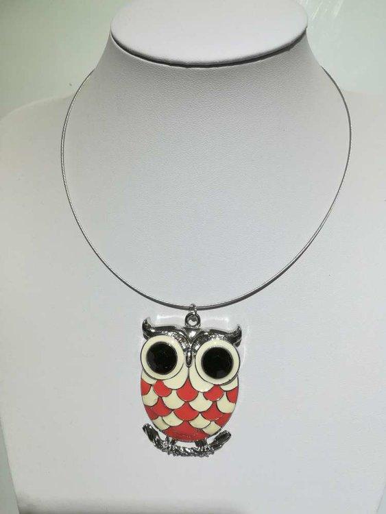 Hanger: metaal, uil met wit-roze buik, grote zwarte ogen