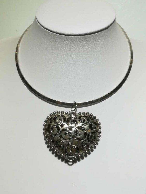 Hanger: metaal, hart met open krullen, bolletjesrand
