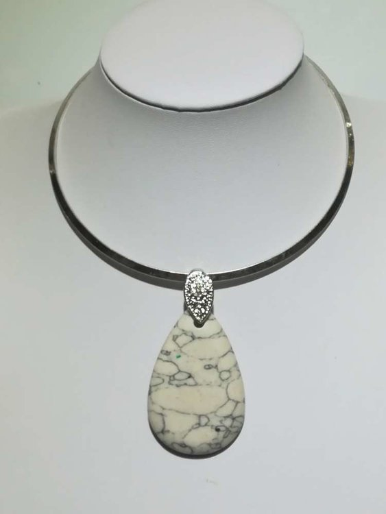 Hanger: steen, wit, druppel, grijze accenten