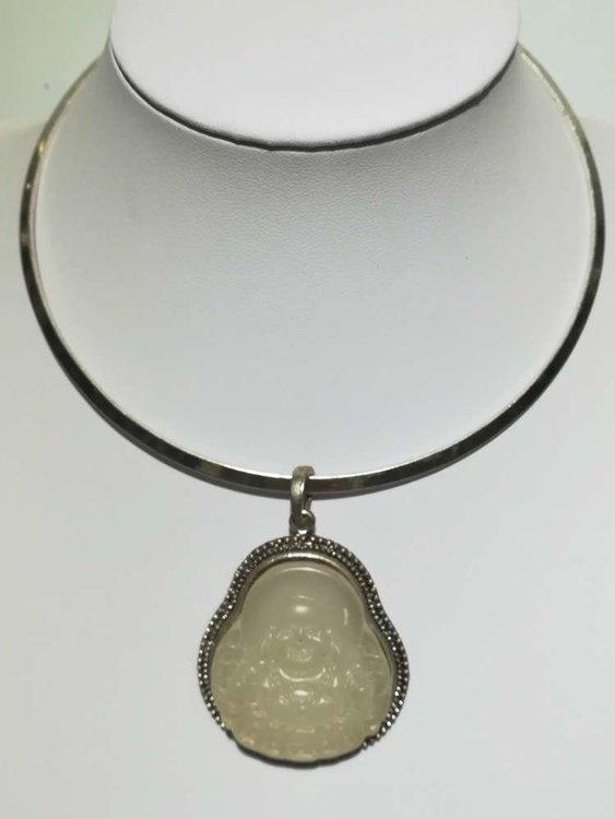 Hanger: Boeddha matglas, jade wit, met metalen rand