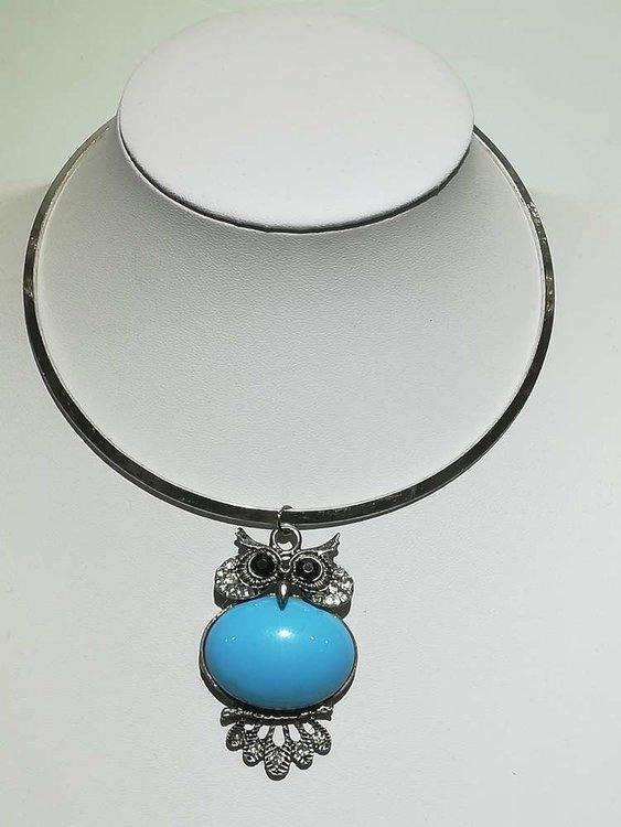Hanger: metaal, uil op takje, strass, blauwe glassteen buik