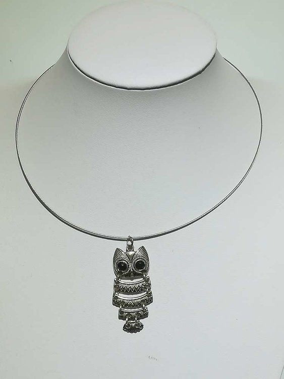 Hanger: mini uil met zwarte ogen