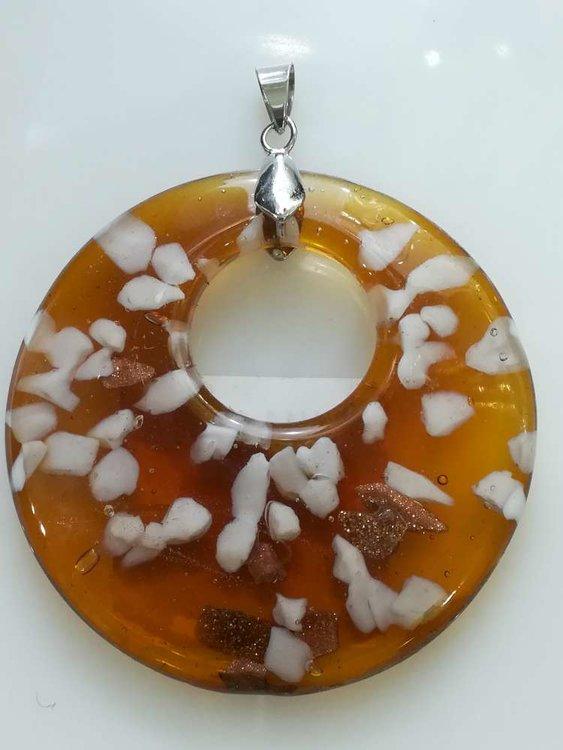 Hanger: ronde oranje-bruine met wit gevlokte murano