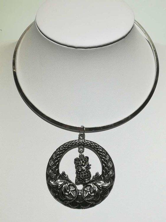 Hanger: ronde metalen hanger met beertje