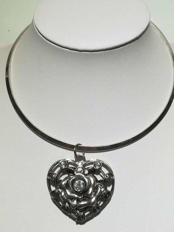 Hanger: metaal, hart met roosje en zirkonia (tweekanten draagbaar)