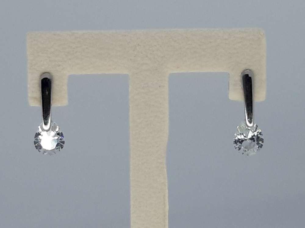 Edelstaal zilverkleurig Oorsteker met ovaal 7 mm topkwaliteit kristal.