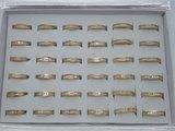 Edelstaal Ringen Goudkleurig gezet rond omheen met facet geslepen kristal, doos 36 st_