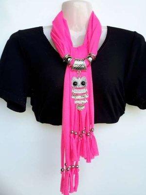 Sjaal met franjes en zilverkleurige hanger: uil, in 3 kleuren