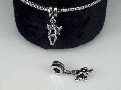 Zilverkleurige pandora style bedel: ringetje met engeltjes aan hanger