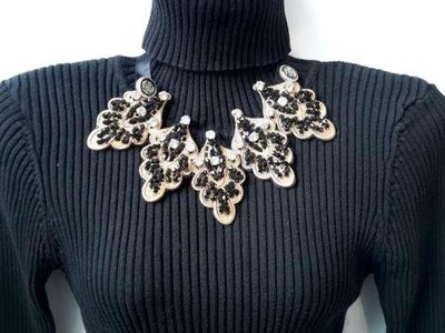 Halskraagketting, zwart, goudkleur, bladmotiefm zirkonia, strass