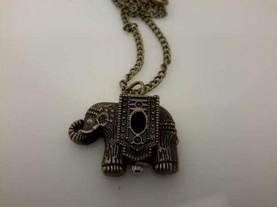 Ketting met klokje, bronskleur, dekseltje in olifant