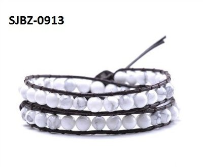 Wrap armband, bruin leer, ronde Howliet (Magnesiet) edelstenen kralen