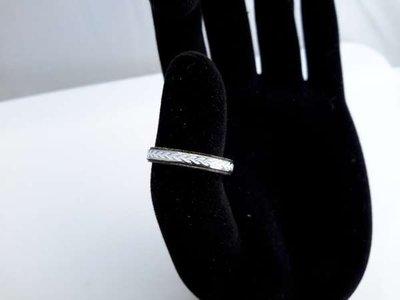 Edelstaal ring, smal, witte bladlijnen doos 36 stuk
