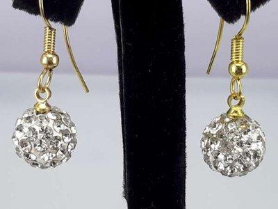 Oorbel, oorhanger, goudkleur, hangende crystalkleur shamballa, 10 mm