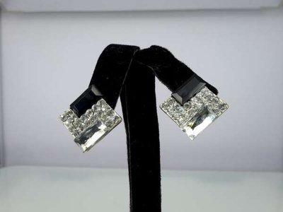 Oorbel, oorsteker, zilverkleur, vierkant met kristalsteen en strass