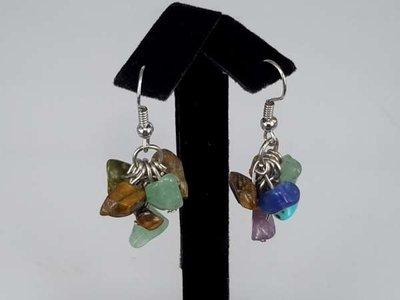 Oorbel, oorhanger met mixkleur (blauw, groen, paars, bruin) edelsteentjes