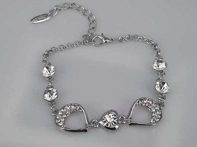 Armband, zilverkleur met strasshartje en 4 strasssteentjes
