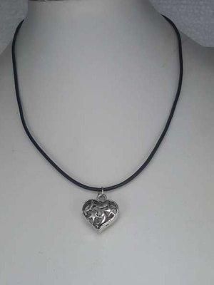 Ketting, leer, zwart, rond, 45 cm met hanger: metalen hartje