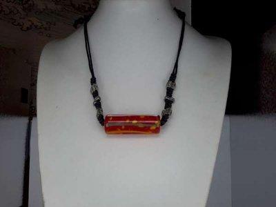 Touwketting, gevlochten, zwart, metal charms, tube-hanger: oranje met groen, wit