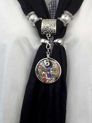 Sjaal met losse muranohanger, bloemetje, goudschilver, zwart-zilver