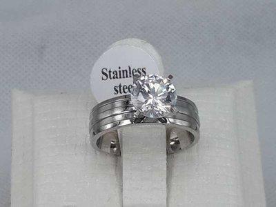 Edelstaal ring, breed met een grote zirkonia.