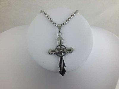 Edelstaal, kruis met midden een ster en 1 strass steentjes.