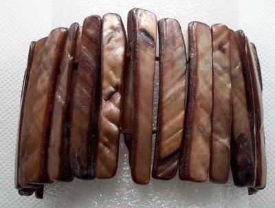 Schelp armband bruin kleur.