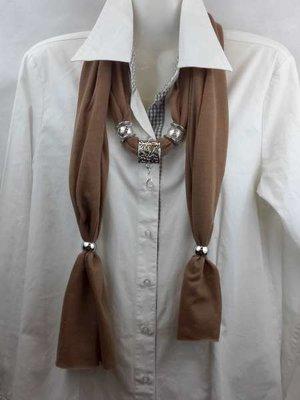 Sjaal met mix koppelstuk en ringen kleur: bruin.