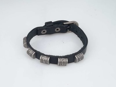 Leren Armband, 5 studs half rond, gesp