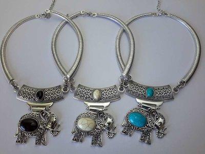 Ketting, Howliet edelsteen, olifant, in 3 kleur, zwart, wit, turquoise.
