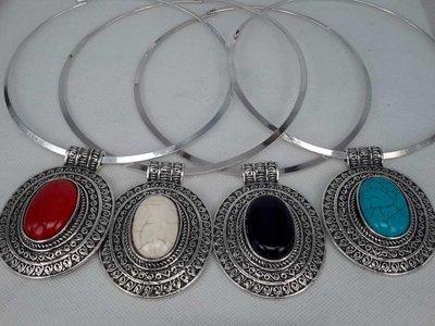 Spanger ketting, Howliet edelsteen, verkrijgbaar in 4 kleur. Turquoise, Wit, Zwart, Rood.