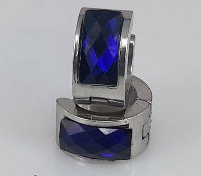 Edelstaal Oorringen breed, facet steen, blauw kleuren.