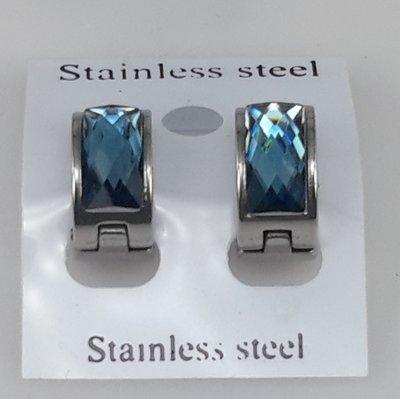 Edelstaal Oorringen breed, facet steen, licht blauw kleuren