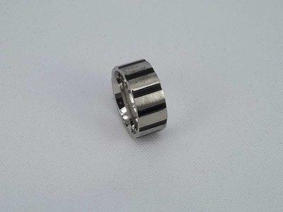 Edelstaal Ringen, Brede ring met zwart streep, maat 16