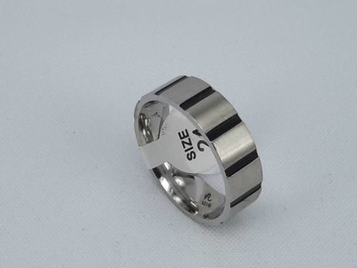 Edelstaal Ringen, brede ring met zwart streep , maat 24