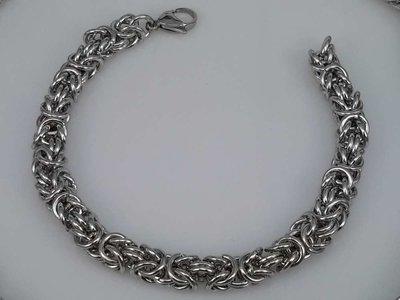 Edelstaal zilverkleurig Armband 22 cm, motief Draak rond dubbel schakel.