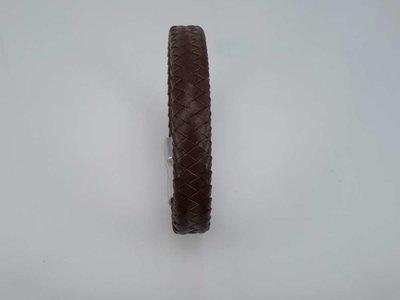 Lederen gevlochten armband bruin met magneet sluiting.
