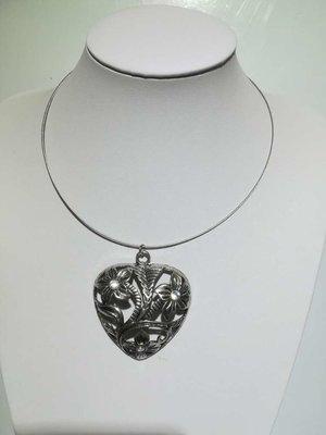 Hanger: metaal, hart met 3 bloemen en strass