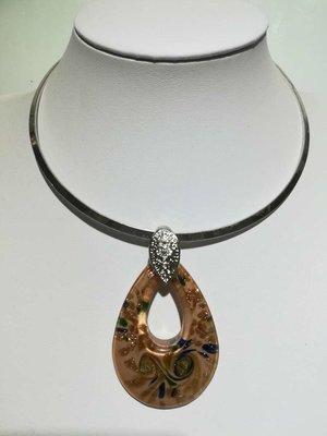 Hanger: murano, wit, open druppel, groen, blauw en goudkleur