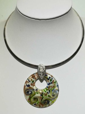 Hanger: murano, wit, open rond, groen, blauw en goudkleur krullen