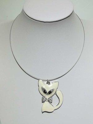 Hanger: metaal, poes, gebroken wit glas, strass strikje en ogen