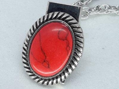Clips, rode half edelsteen, geribbelde medaillon