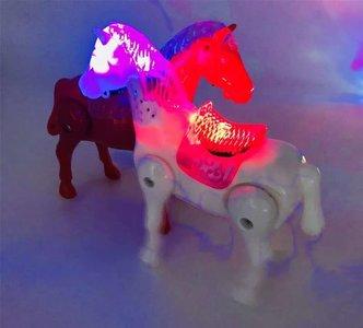 lopend Paard, ledverlichting, muziek, incl 2 AA batterij, doos 108st
