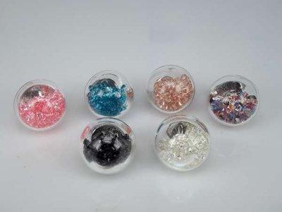Ring, metaal, bol glas gevuld met strasssteentjes, mixpakket doos 12 stuks