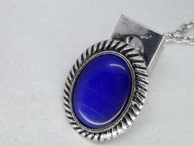 Clips, blauw kattenoog, geribbelde medaillon