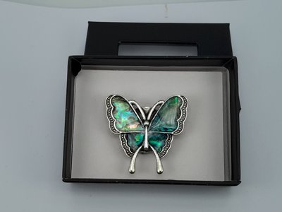 Magneet Broche, Vlinder parelmoer schelp, antiek bronszilver look
